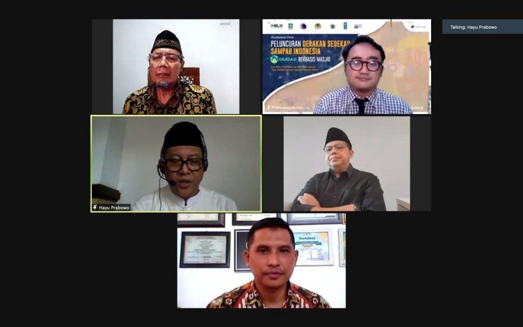 Konferensi Pers GRADASI Gerakan Sedekah Sampah Indoensia berbasis masjid (2)